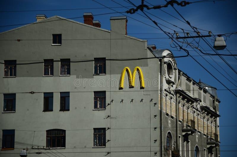` S di McDonald sulla via di St Petersburg immagine stock libera da diritti