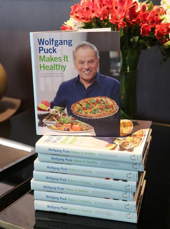 ` S di Wolfgang Puck che cucina libro su esposizione al ristorante tagliato in Lower Manhattan fotografia stock