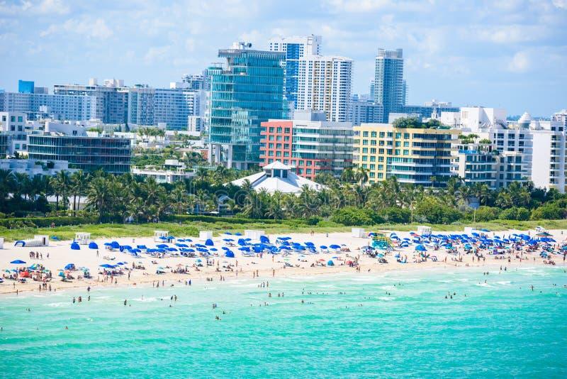 S?dstrand, Miami Beach Tropische und Paradise-Küste von Florida, USA Schattenbild des kauernden Gesch?ftsmannes stockbild