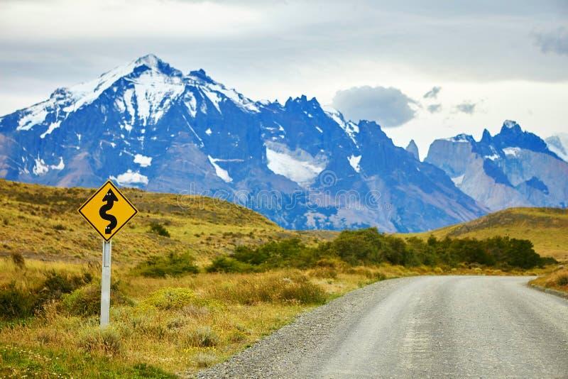 S'envoler le panneau routier en Torres del Paine photographie stock