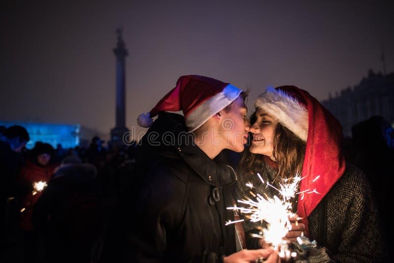 ` S Eve Нового Года в центре города в квадрате дворца стоковые фото