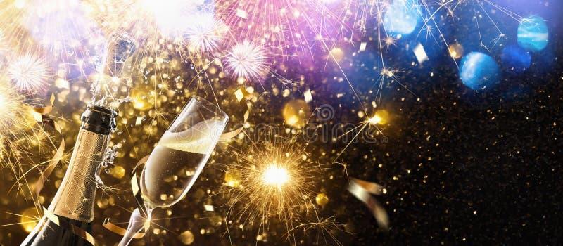 ` S EVE del nuovo anno con champagne fotografia stock libera da diritti