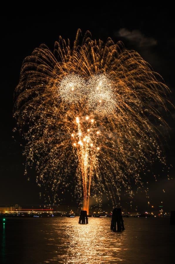` S Eve Fireworks Display de nouvelle année images stock