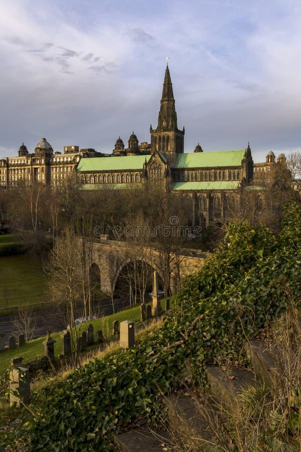 ` S Glasgow Cathedral del mungo della st sulla via del castello fotografia stock