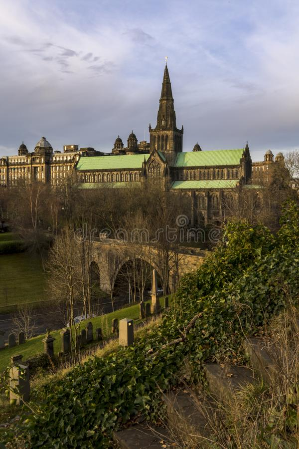 ` S Glasgow Cathedral do Mungo do St na rua do castelo fotografia de stock