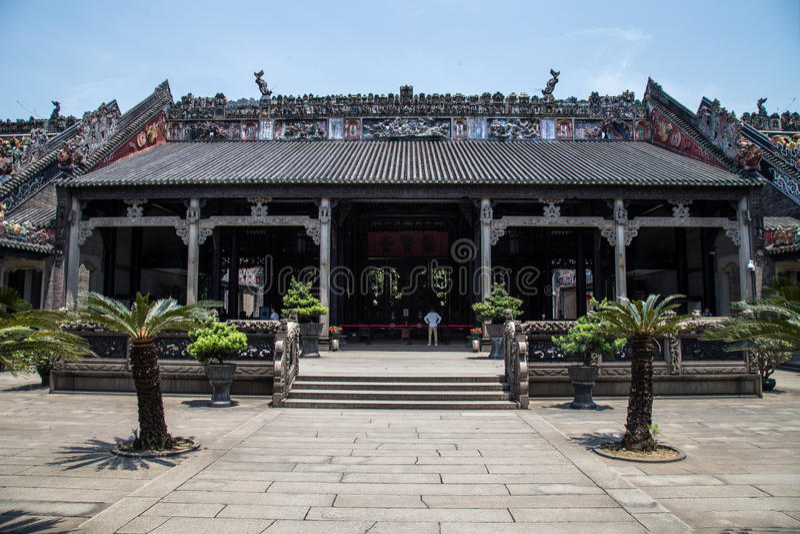 ` S Guangzhous, China berühmte Touristenattraktion, ererbter Tempel Chens, eingeführt dem Eingang zum ersten Hof lizenzfreie stockfotografie