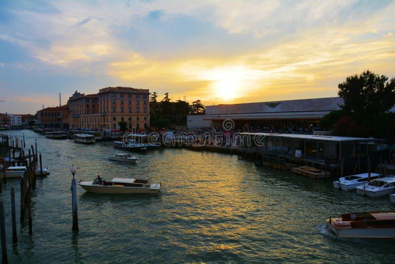 S Het station van Lucia en Grand Canal, Venetië, Italië stock foto