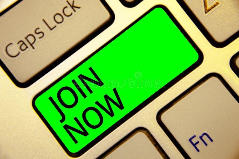 S'inscrire des textes d'écriture de Word Concept d'affaires pour une invitation à une personne ou à un ami à devenir un membre du photographie stock