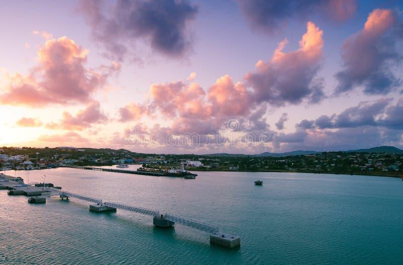 ` S Johannes Hafen bei Sonnenaufgang - Antigua und Barbuda stockbilder