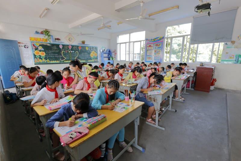 ` S Kinder des Schülerabgehobenen betrages Malerei stockbilder