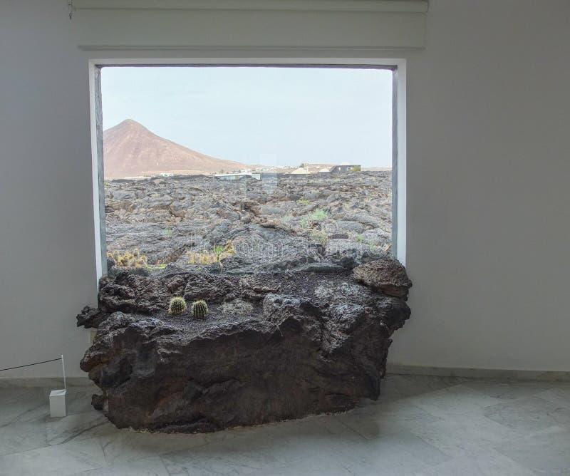 ` S Lava Through de Manrique la ventana Lanzarote foto de archivo libre de regalías