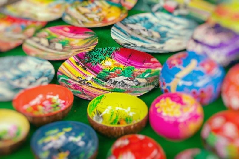 S?ljs traditionella souvenir f?r Vietnam ` s in shoppar p? den gamla fj?rdedelen f?r Hanoi ` s vietnam Selektivt fokusera arkivfoton