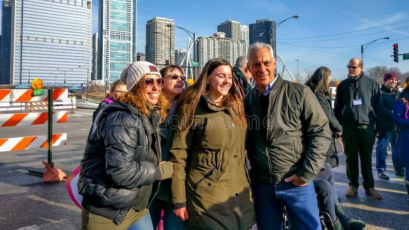 ` S março de 2018 mulheres em Chicago Prefeito Rahm Emanuel com grupo fêmea foto de stock