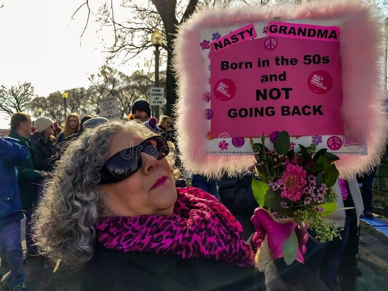 ` S março de 2018 mulheres em Chicago Um nascido no Baby Boom entusiasmado! fotos de stock