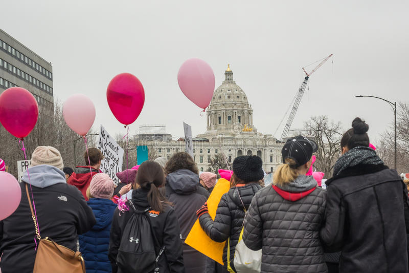 ` S mars, Saint Paul, Minnesota, Etats-Unis de femmes photo stock