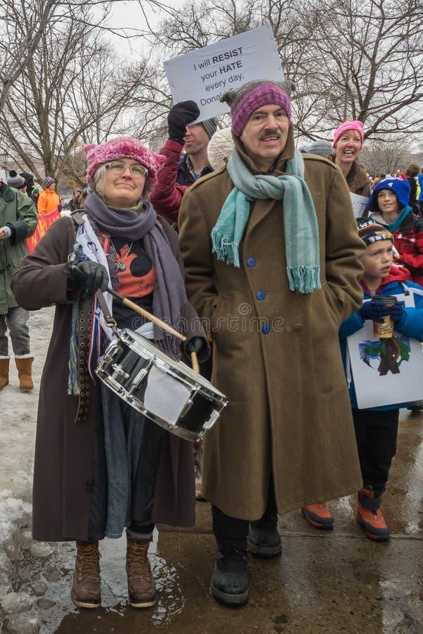 ` S mars, Saint Paul, Minnesota, Etats-Unis de femmes photo libre de droits