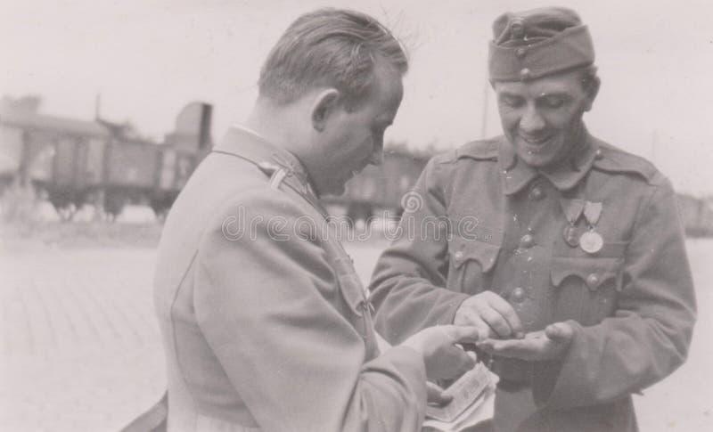 S00003 militär fotoUngern för järnvägsstation WWII royaltyfria foton