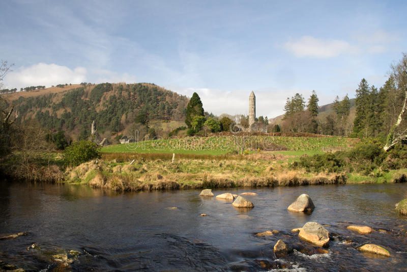 ` S Monastary St. Kevin Ruinen in Glendalough-Tal, Wicklow-Berge Nationalpark, Wicklow Irland stockfotografie