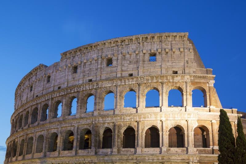 's nachts Colosseum stock afbeeldingen