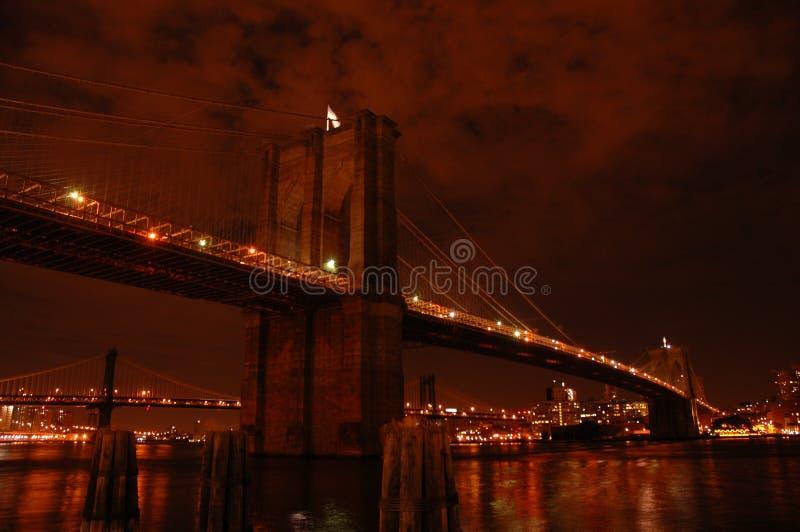's nachts de brug van Brooklyn royalty-vrije stock afbeelding