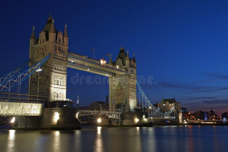 's nachts de Brug van de Toren van Londen stock foto's