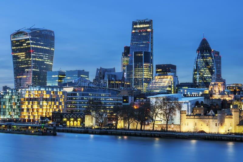 's nachts de horizon van Londen stock foto's
