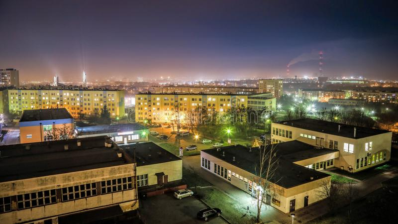 's nachts de Stad van het Kielcepanorama stock foto