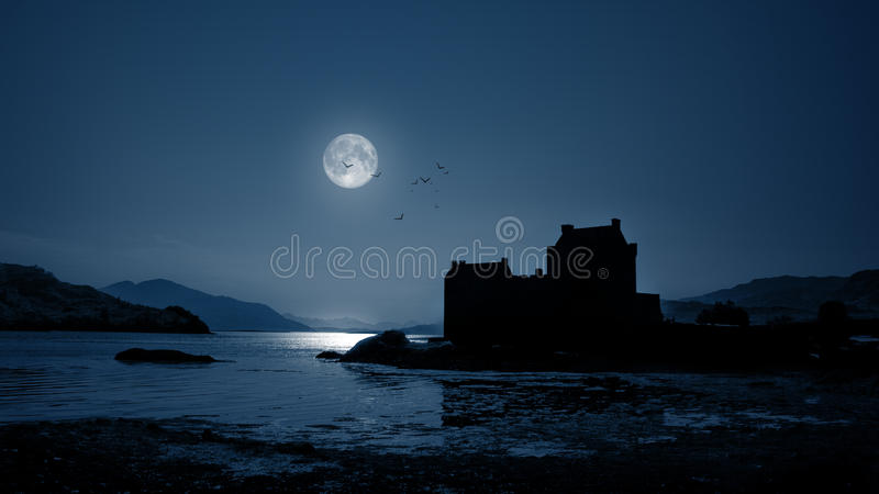 's nachts het Kasteel van Donan van Eilean stock fotografie