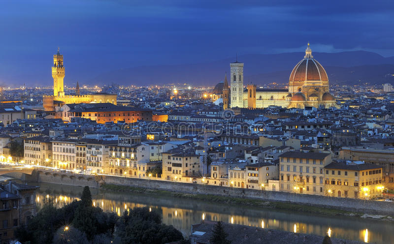 's nachts het panorama van Florence royalty-vrije stock foto