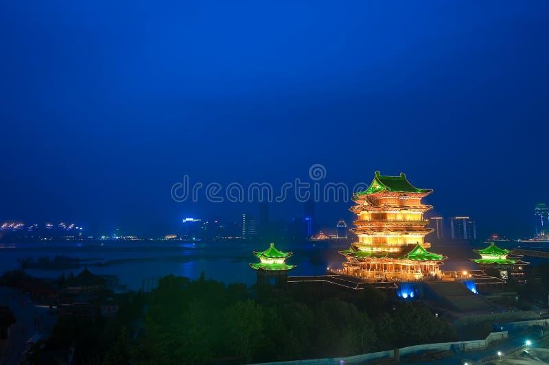 's nachts het Paviljoen van Tengwang stock fotografie