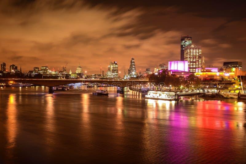 's nachts Londen stock afbeeldingen