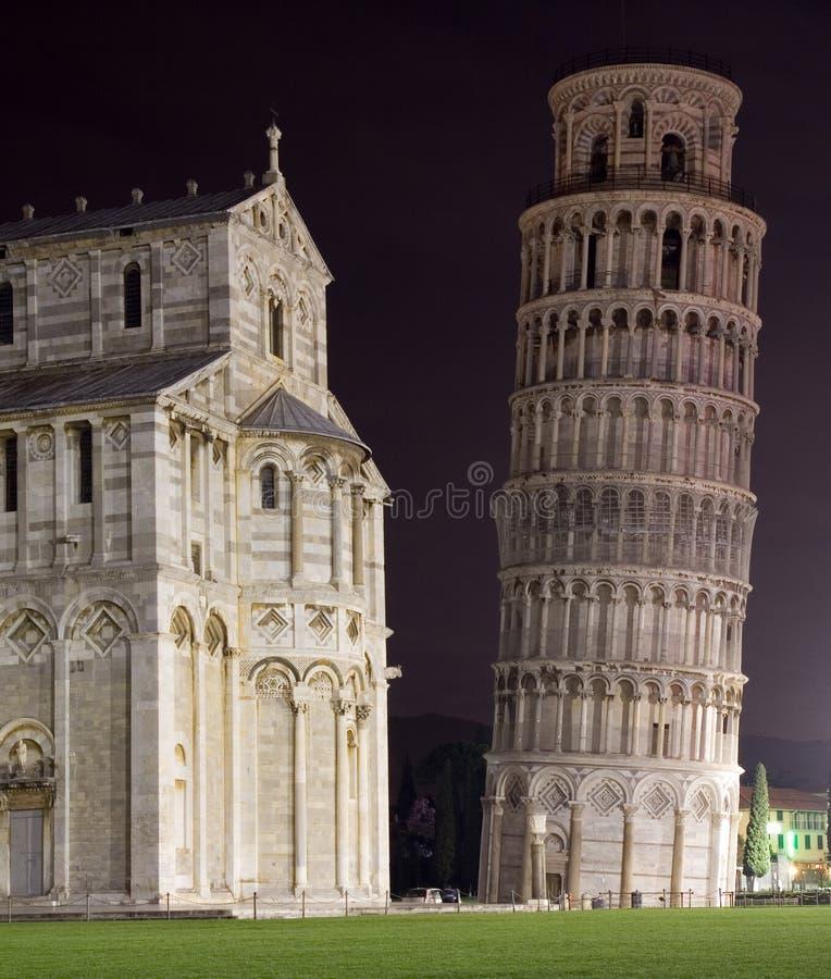 's nachts Pisa stock afbeeldingen