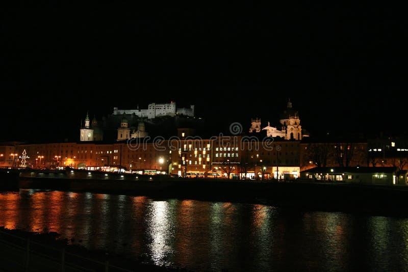 's nachts Salzburg stock afbeeldingen
