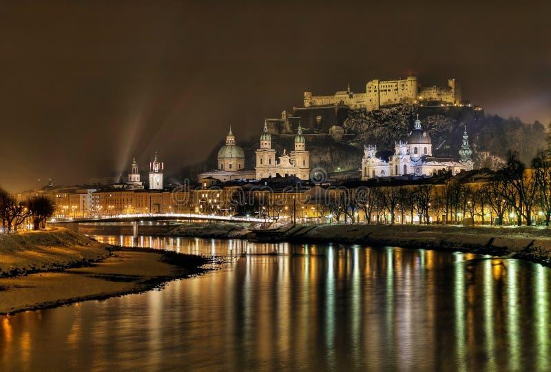 's nachts Salzburg royalty-vrije stock foto