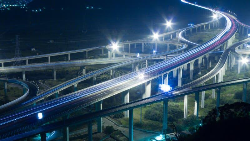 's nachts verkeer stock afbeelding