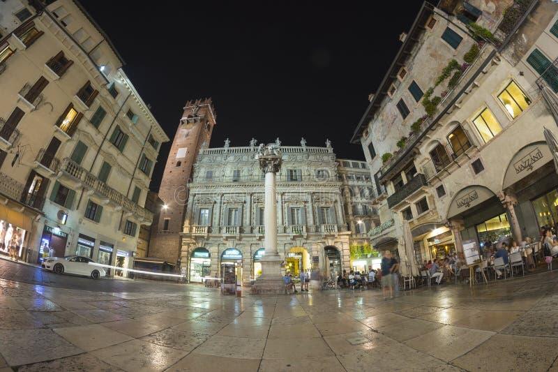 's nachts Verona stock afbeeldingen