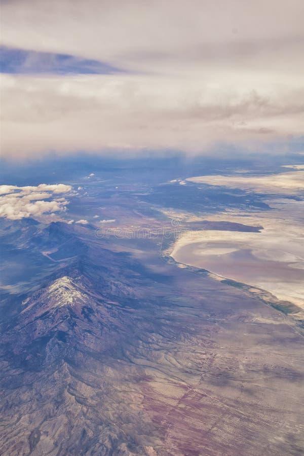 S?o?ce dolina, borsuka jar w Sawtooth g?r lasu pa?stwowego krajobrazu panoramy widokach od ?lad zatoczki drogi w Idaho fotografia stock