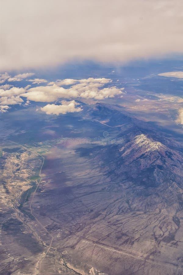 S?o?ce dolina, borsuka jar w Sawtooth g?r lasu pa?stwowego krajobrazu panoramy widokach od ?lad zatoczki drogi w Idaho obraz stock