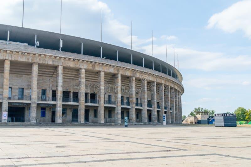 ` S Olympiastadion de Berlín en Alemania imagen de archivo