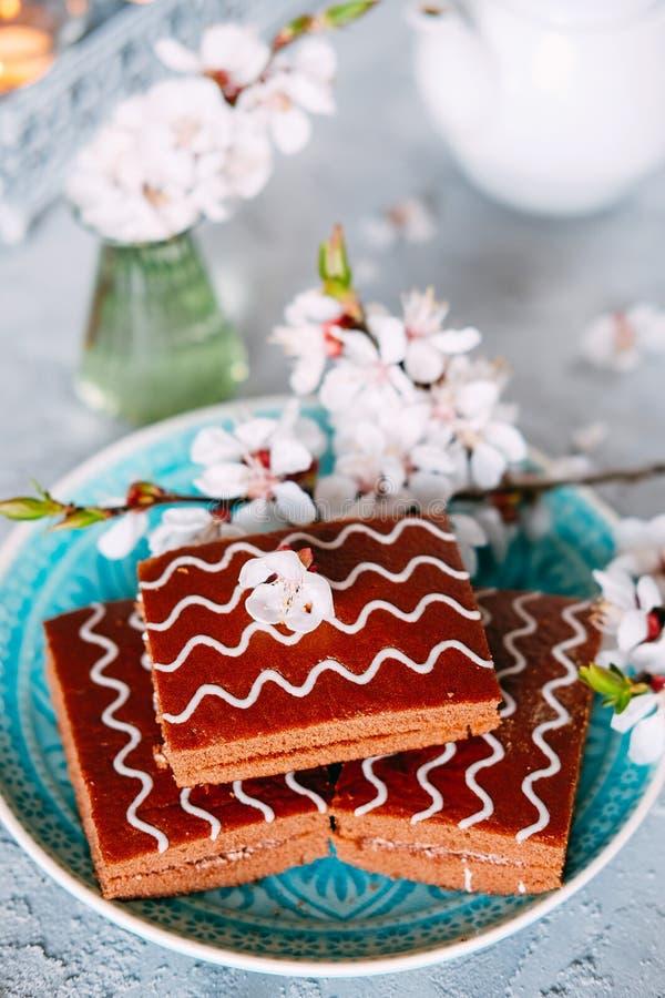 S?t s?ndag efterr?tt Chokladnissen med svart te arkivbild