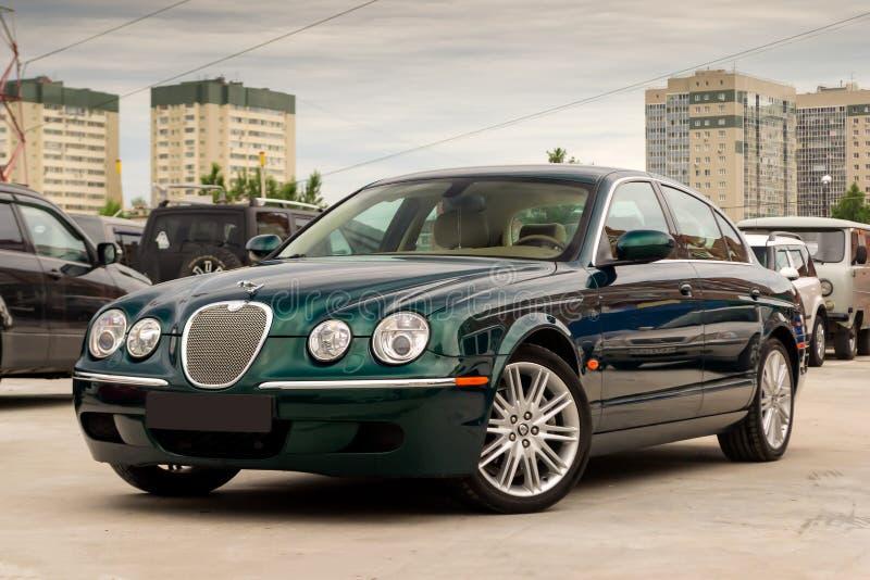 S-tipo brillantemente verde 2007 vista delantera de Jaguar imagen de archivo libre de regalías