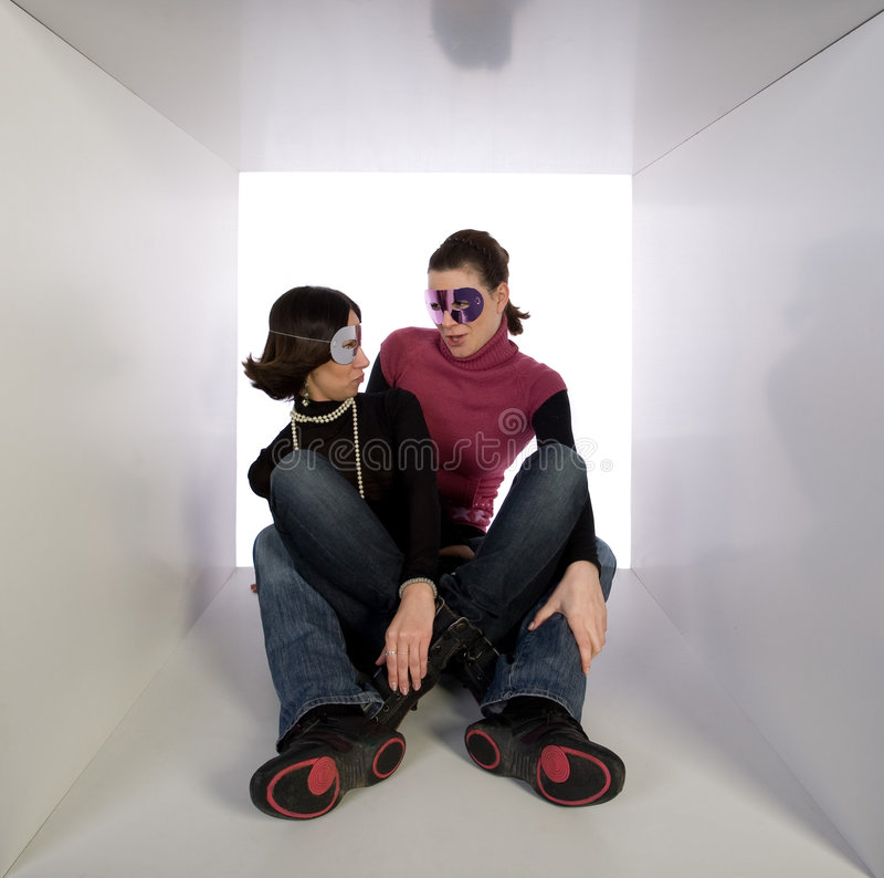 s'user de masques d'amis de déguisement photos libres de droits