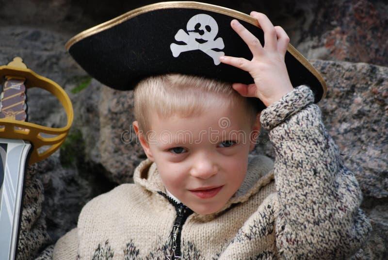 s'user de pirate de costume de garçon photographie stock