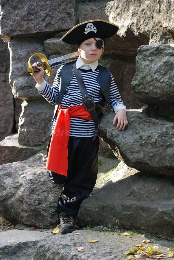 s'user de pirate de costume de garçon image stock