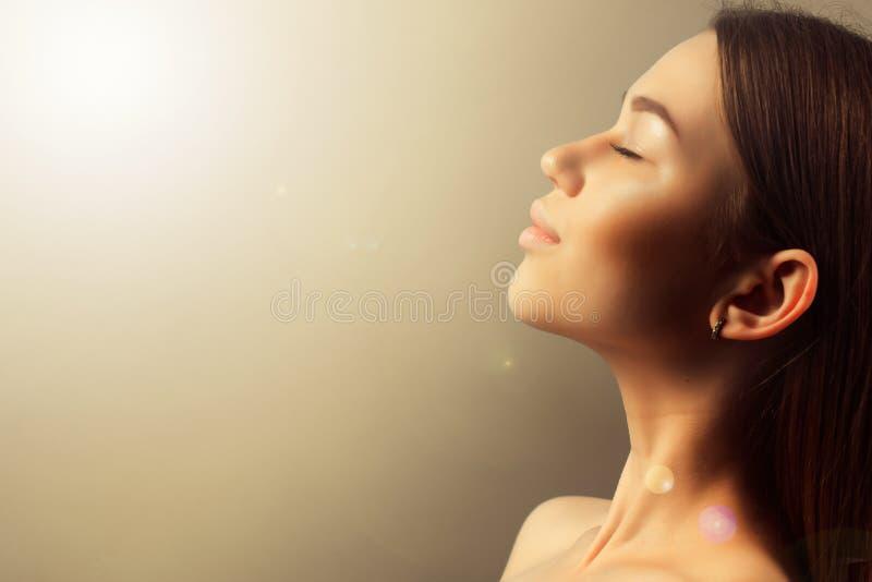 Saúde, termas e conceito da beleza - próximo acima da cara de y bonito foto de stock royalty free