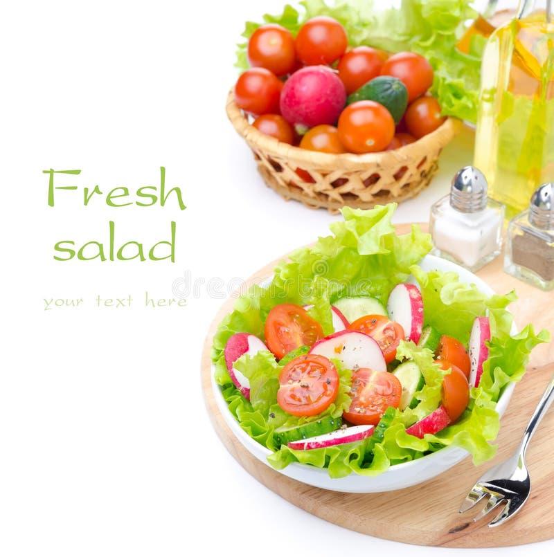 Sałatka z świeżymi warzywami i składnikami dla sałatkowego zbliżenia zdjęcie royalty free