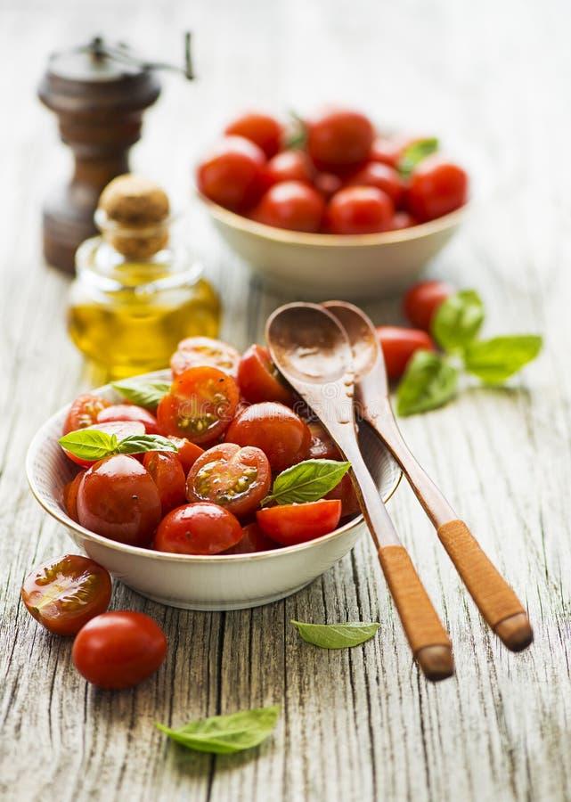 Sałatka z czerwoną pomidorową wiśnią zdjęcia stock
