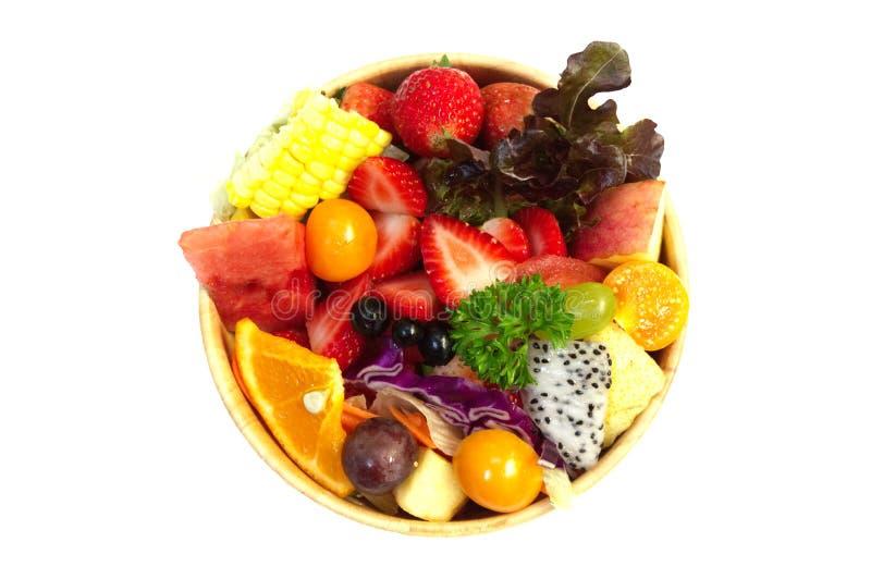 Sałatka z mieszanymi owoc i warzywo w drewnianym pucharze obrazy stock