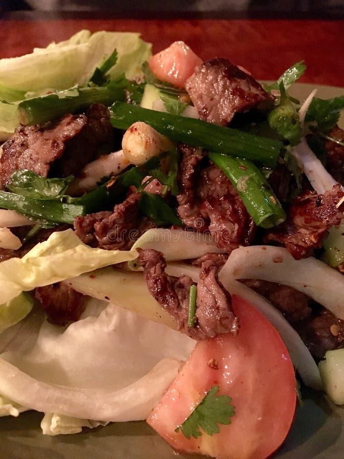 sałatka z tajską wołowiny zdjęcie royalty free