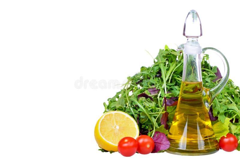 Sałatkowa mieszanka z butelką oliwa z oliwek i cytryna zdjęcia stock
